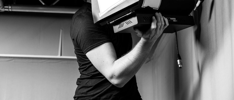 Le bras musclé d'Adrien